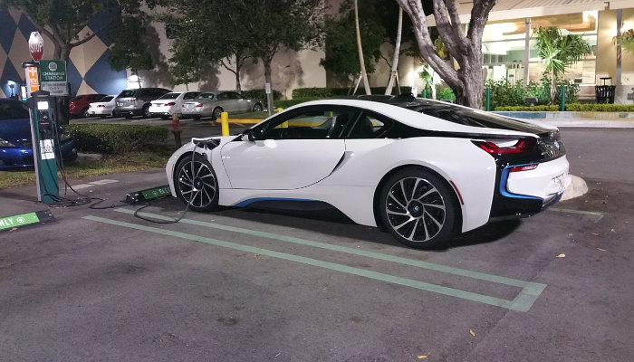 BMW i8 hybridelectric in production